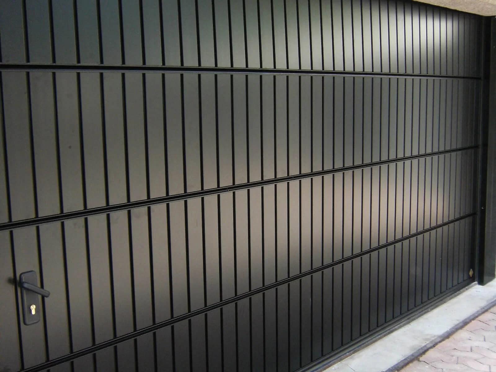 Portone sezionale in alluminio PEGASO DOGA - Nero RAL