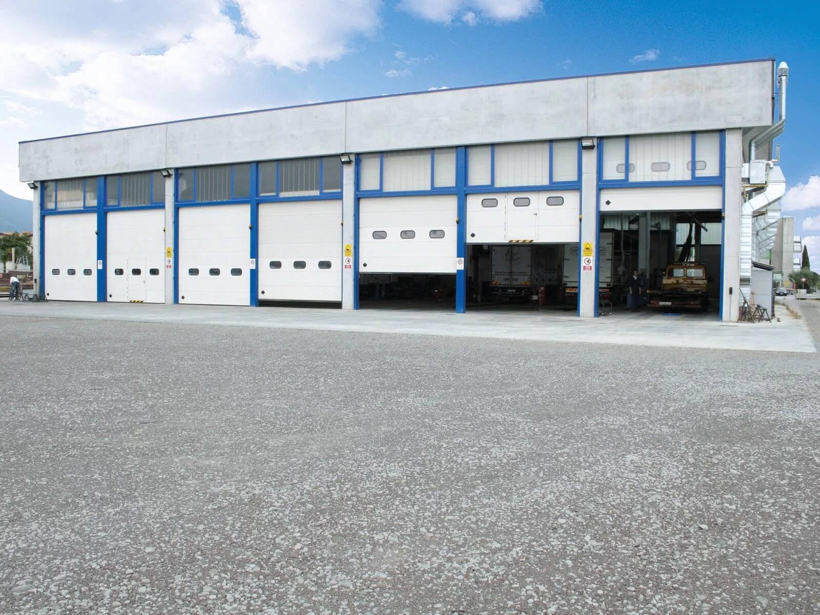 Portone sezionale industriale SECURA - Stucco bianco C21