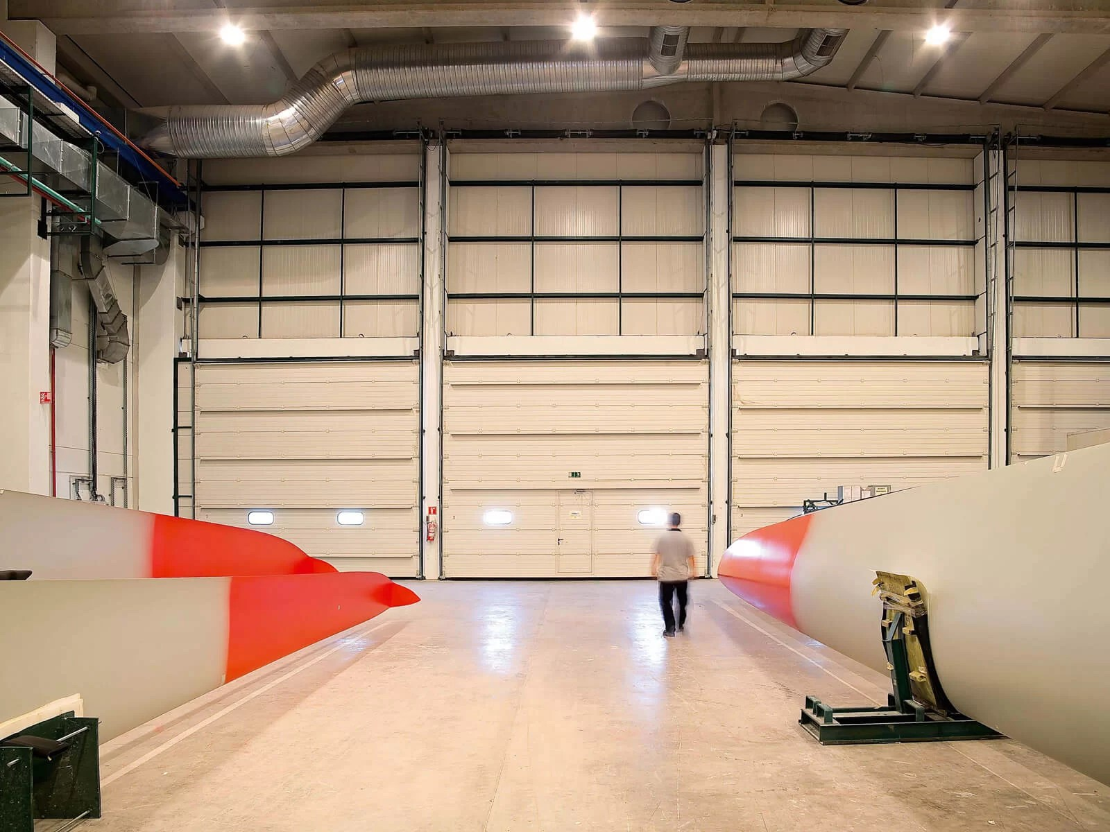 Portone sezionale industriale SECURA - Stucco bianco C21 vista interna