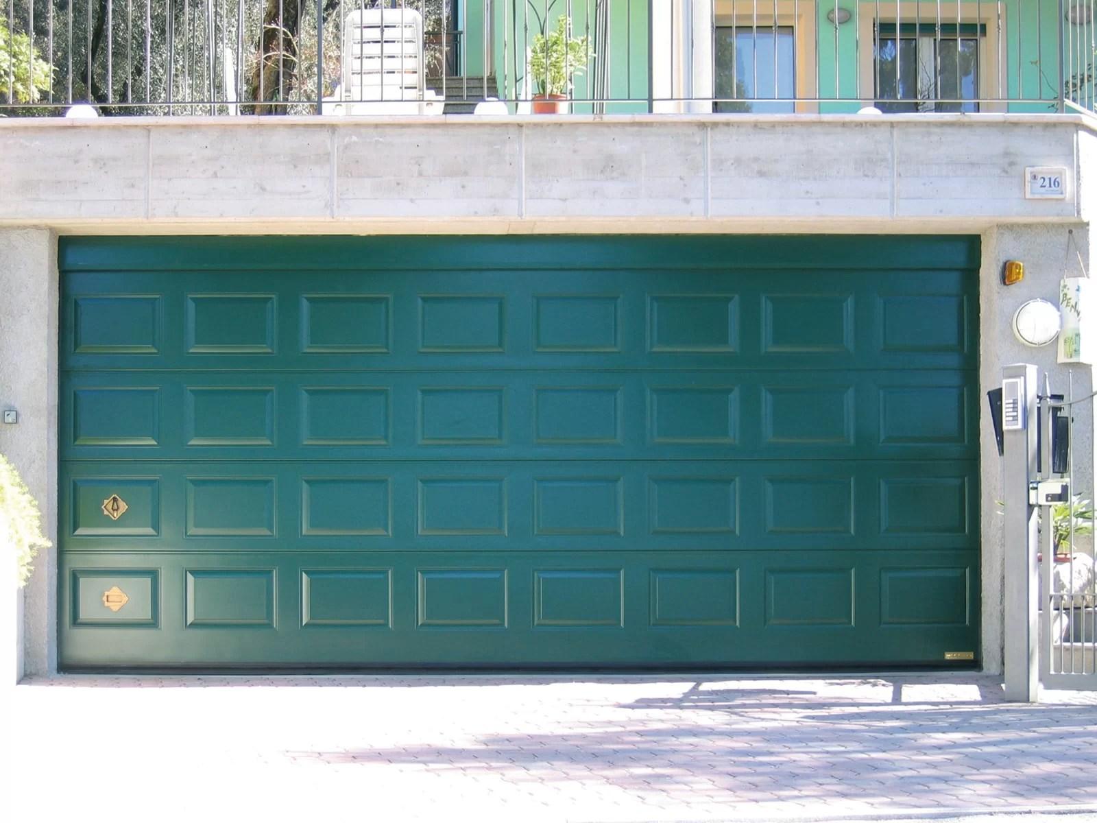 Portone sezionale da garage ATHES - Liscio verde RAL