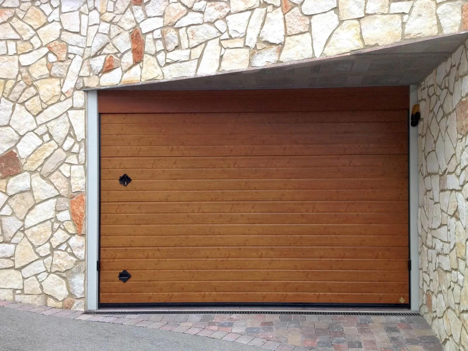 Portone sezionale da garage CUPIS - Simil legno quercia