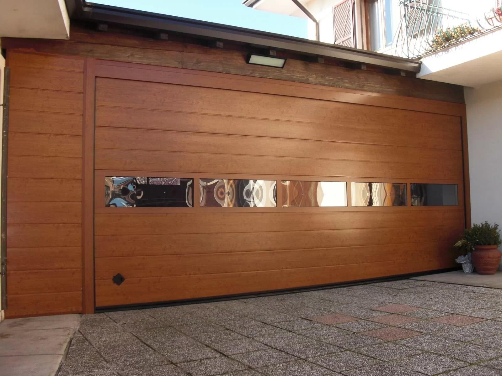 Portone sezionale da garage CUPIS - Simil legno querica Visa