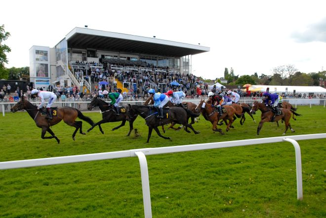horse racing at Worcester