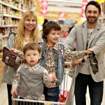 couples fight while shopping because of their diversified taste