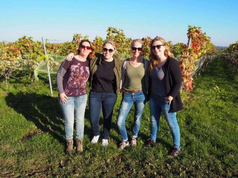 groepsfoto Limburg Lonkt druivenplukken wijngaard Sint Martinus Vijlen bregblogt.nl