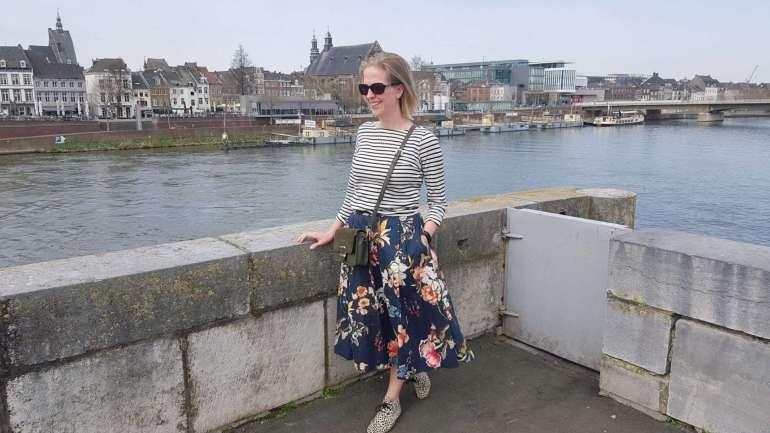 outfit midirok met bloemen en shirt met streepjes bregblogt.nl