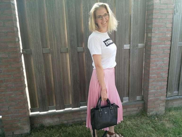 Duifhuizen tassen en korrers Charm handtas S bregblogt.nl outfit roze plisserok shirt