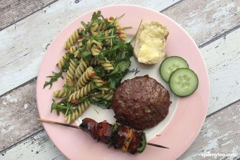 lekkere en makkelijke campinggerechten pasta pesto salade spill my tea bregblogt.nl