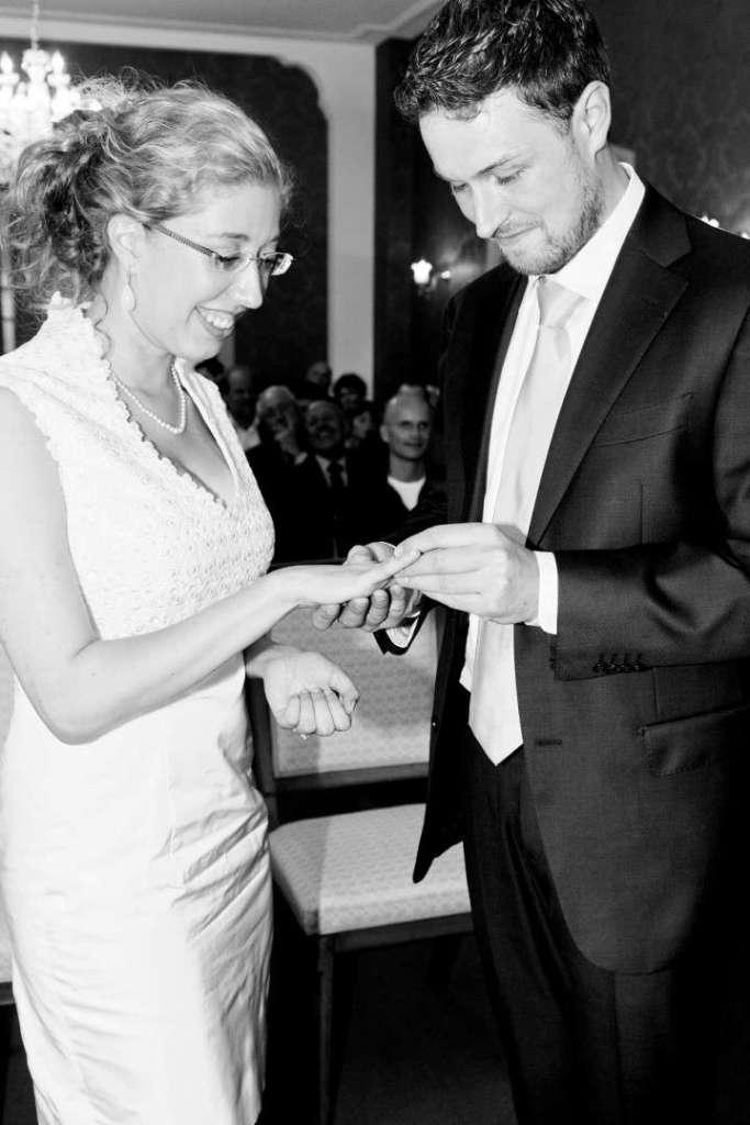 De bruiloft van Merel ringen uitwisselen bregblogt.nl