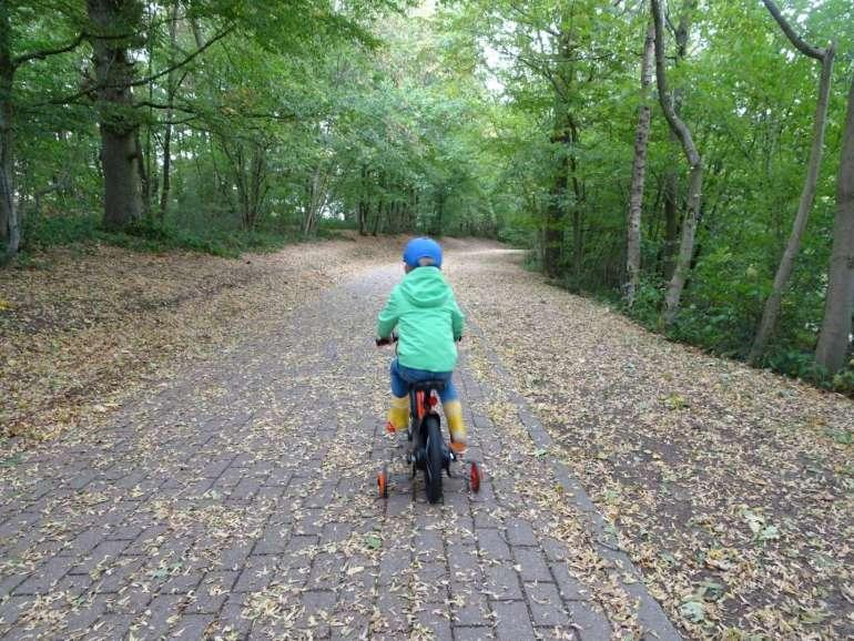 Golden Lakes Village fietspad langs meer bregblogt.nl