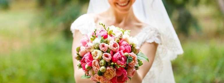 Bruidsboeket samenstellen kiezen bregblogt.nl wedding inspiratie bouquet Shutterstock