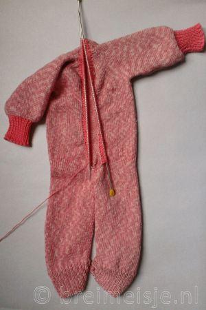 Afwerking baby jumpsuit