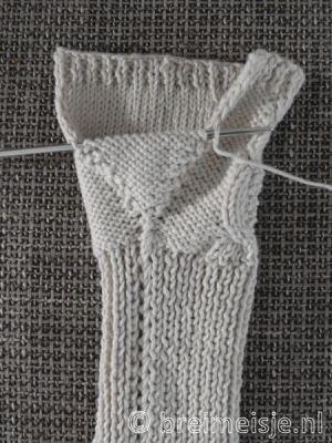 patroon-polswarmers-breien-10