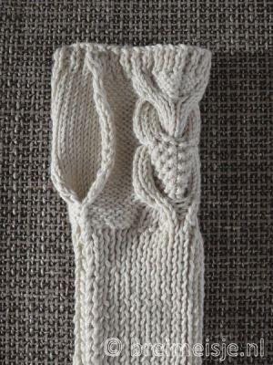 Breipatroon polswarmers - handschoenen - gratis - met ingebreide uil