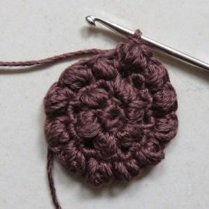 Puff stitch steek haken voor een zonnebloem