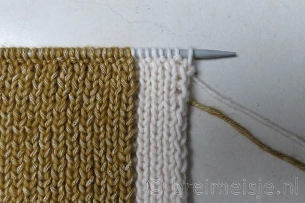 Sjaal breien met twee kleuren, stap 1
