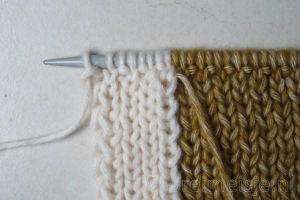Sjaal breien met twee kleuren, stap 7
