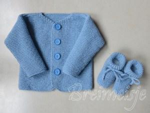 Babyjasje en sokjes breien maat 62-68