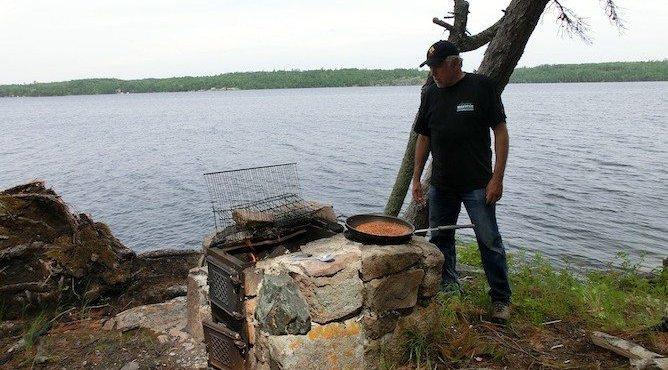 Typisches Mittag auf einer Insel im Falcon Lake.