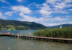 Badegäste am Mondsee - Familienurlaub Österreich