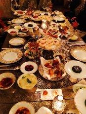 Reichlich gedeckter Tisch im La Grande Table Marocaine
