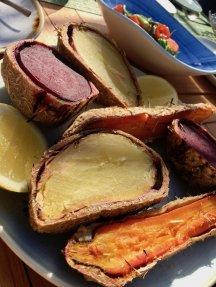 Im Le Jahrein erhält man frisches Gemüse das in Heuballen gegart wurden.