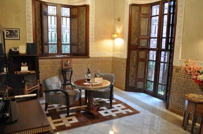 Ein Teil des Wohnzimmers im kleinsten Riad. Das Riad misst hier 140 qm