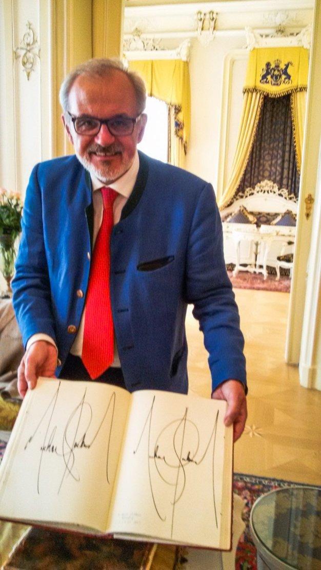 Wien 14 Michael Moser mit Michael Jackson Unterschrift - sightseeing wien - Liane Ehlers
