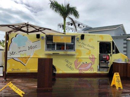 Food Truck in der Nähe des Wasserparks