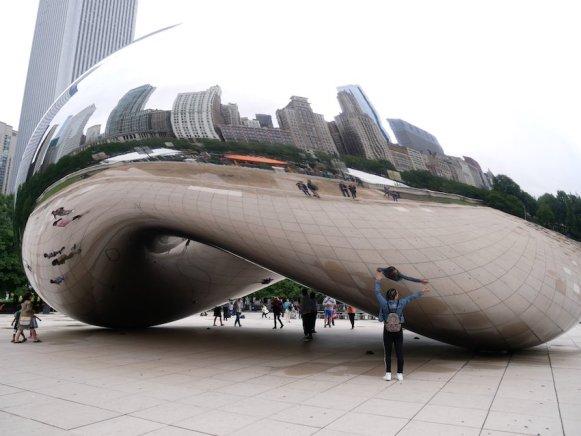 Chicagos Skyline im Zerrbild der Bohne. Bild: Geiselhart