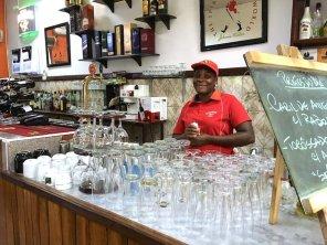 Mosambik-Breitengrad53-Reiseblog-Andrea-Tapper-- Portugiesische Kneipe RIU's Maputo