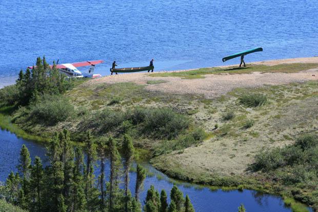 Wir machten einen letzten Zwischenstopp in der Wildnis, um die Kanus dort für spätere Touren zu parken