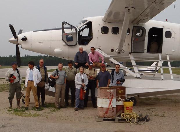 Unsere gesamte Truppe inkl. Piloten (oben links) kurz vor dem Abflug