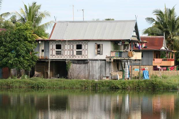 Typisches Wohnhaus inmitten der Reisfelder.