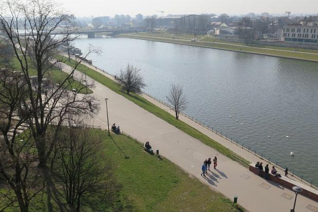 Direkt am Wawel fließst die Weichsel entlang