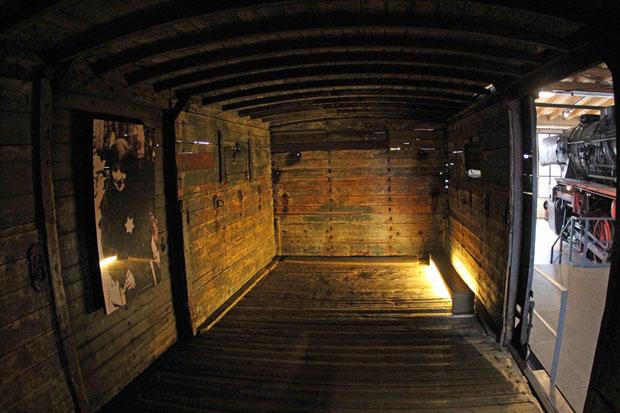 Gedeckter Güterwagen der Reichsbahn, wie er für die Judentransporte nach Auschwitz eingesetzt wurde