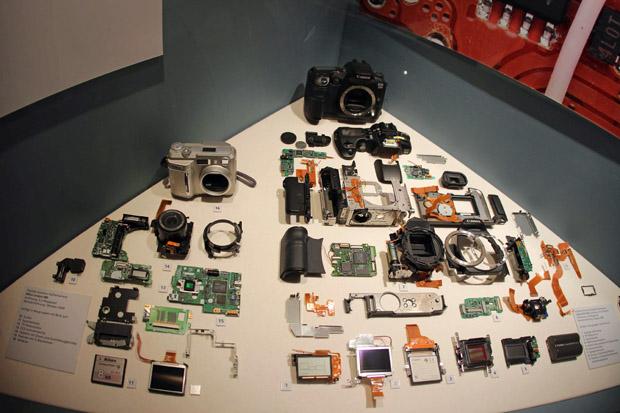 So sieht eine moderne Kamera von innen aus