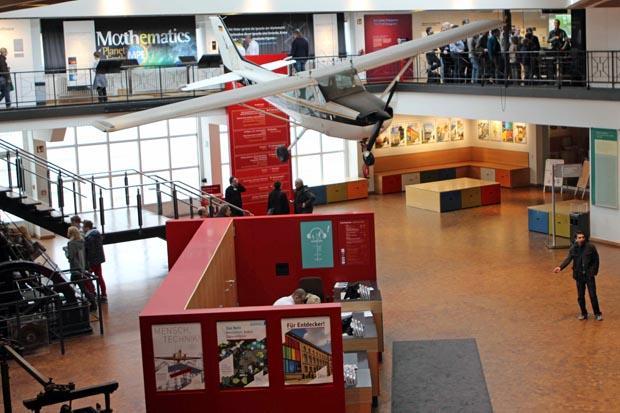 Im Eingangsbereich hängt die Cessna von Matthias Rust, mit der er einst in Moskau landete