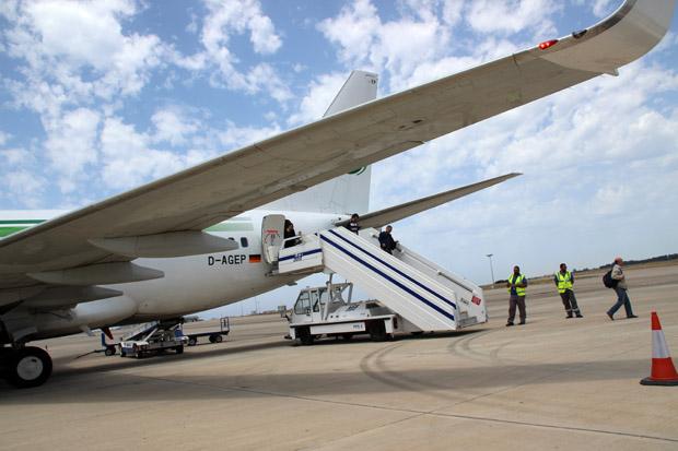 Die 737-700 der Germania bei der Ankunft in Paphos