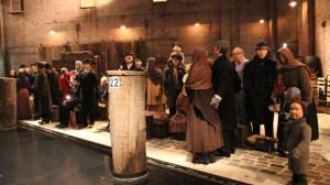 Museumsbesucher und Wachsfiguren verschwimmen quasi zu einer Einheit
