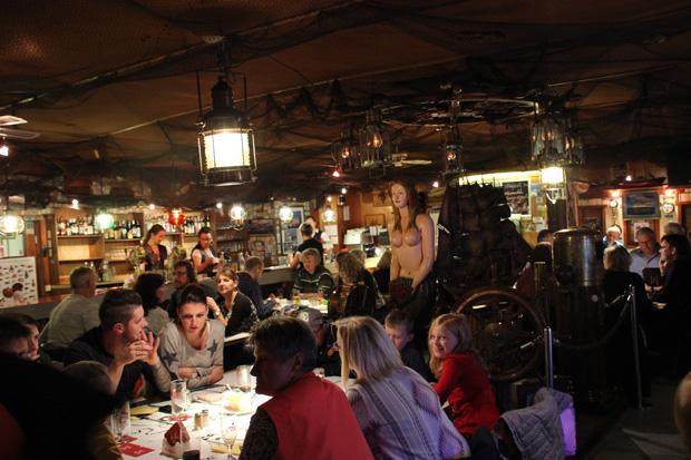 Die letzte Kneipe vor New York ist Kult bei Einheimischen und Touristen in Bremerhaven