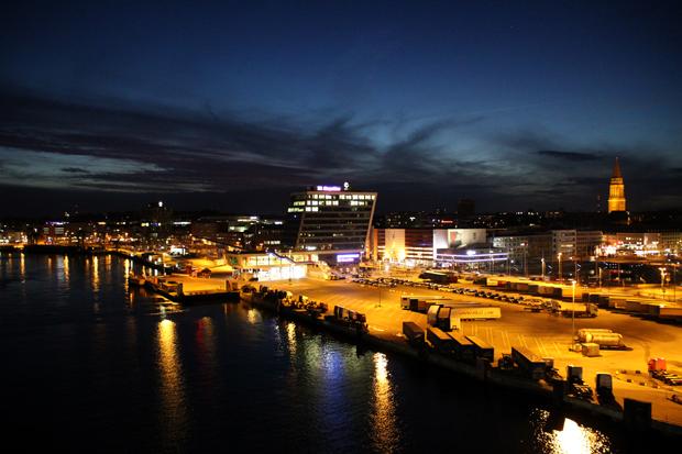 Wer im Herbst oder Winter fährt, legt im Dunkeln in Kiel ab