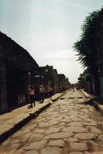 In Pompeji wirkt vieles noch so, als würden gleich die Römer um die Ecke biegen