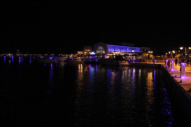 Besonders schön präsentiert sich der alte Hafen am Abend