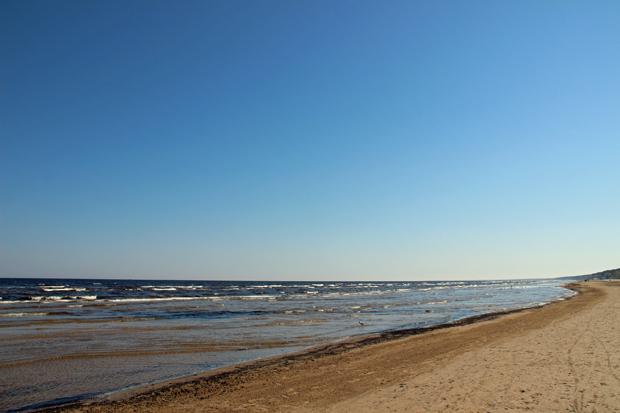 Endlos ist der Strand der Ostsee in Jurmala bei Riga
