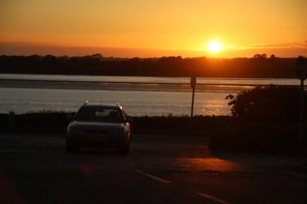 Besonders zum Sonnenuntergang lohnt sich eine Fahrt entlang der Küste von Wales