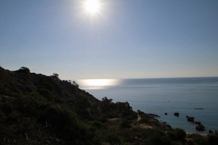 Wenn am Morgen die Sonne über dem Meer aufgeht, taucht sie die Bucht in ganz besondere Farben