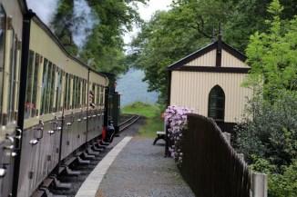 An vier Bahnhöfen führt die Strecke der Vale of Rheidol Railway vorbei