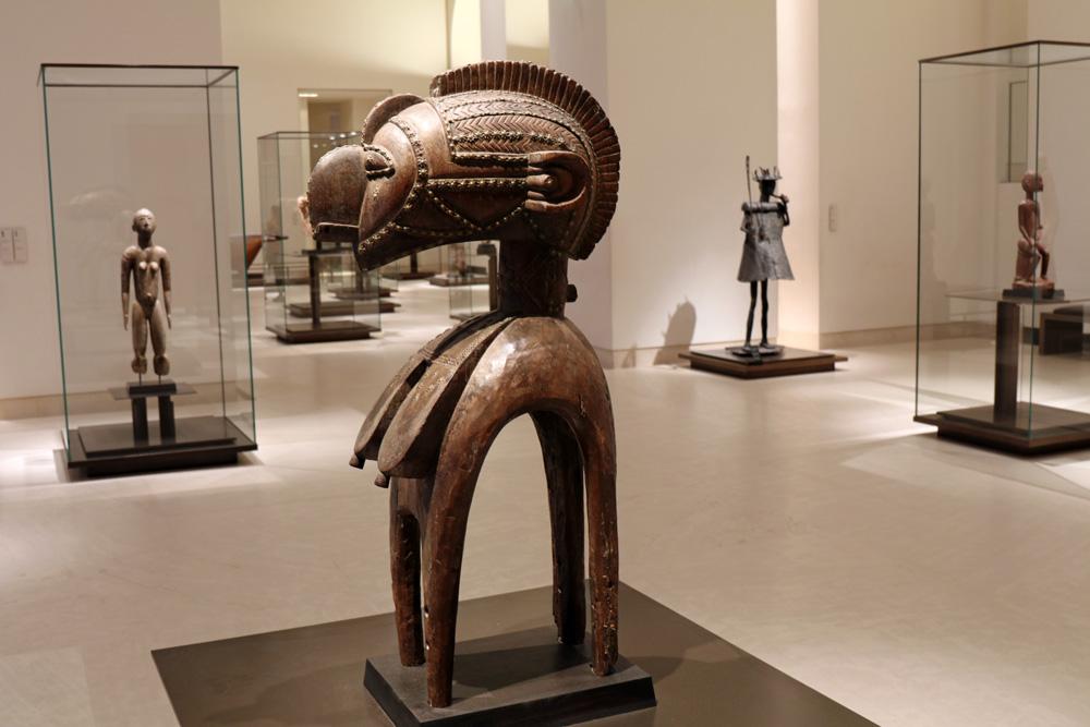 Kunst aus Afrika im Louvre in Paris