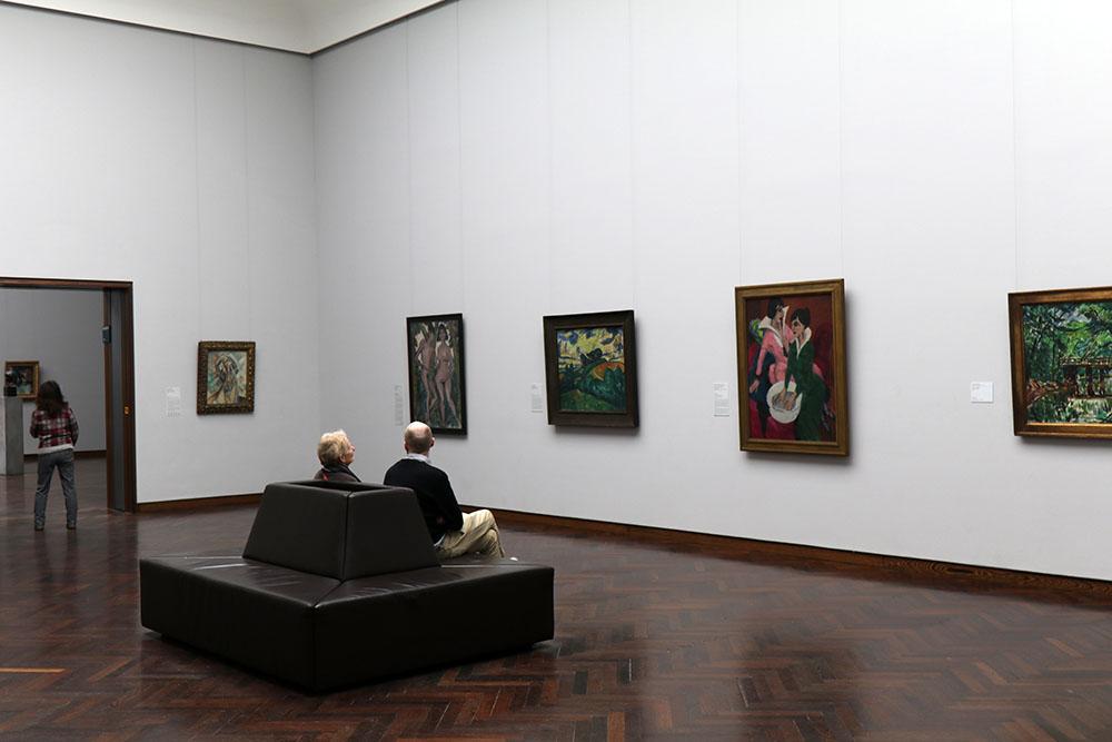 Die Besucher verteilen sich im Städel Museum sehr gut